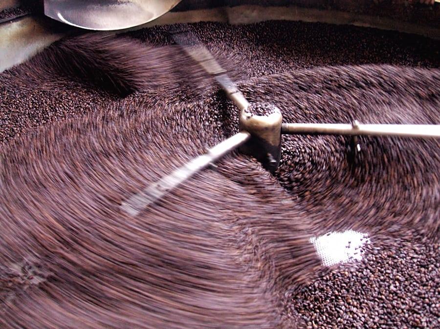 Abkühlen des frisch gerösteten Kaffees